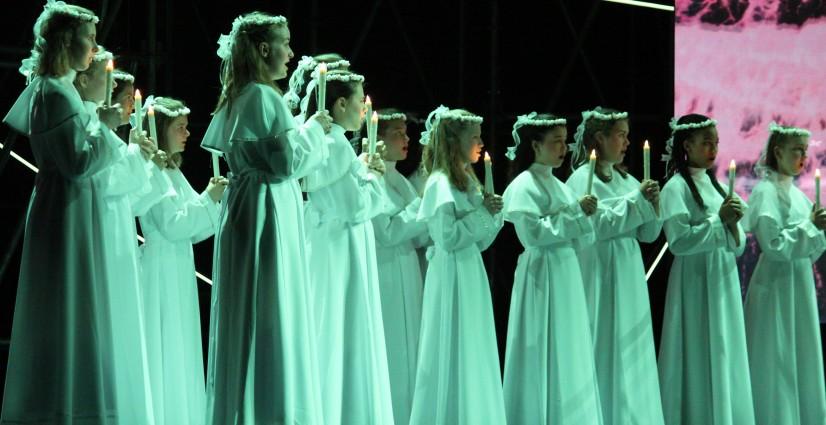 Nationale Koren 'fabelachtig', 'magnifiek' 'fenomenaal' 'verbluffend' in 'Aus Licht'