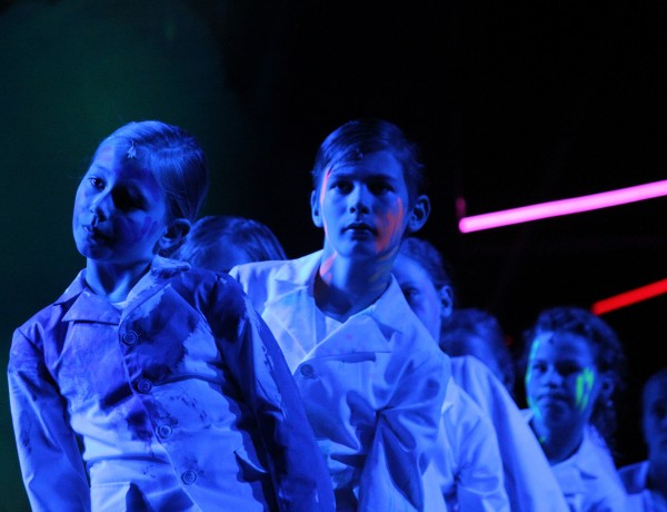 New York Times : Staggeringly talented children's choirs in 'Aus Licht'