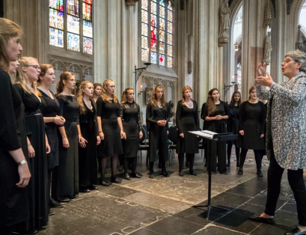 Nationaal Vrouwen Jeugdkoor zingt op 700-jarig jubileum Illustre Lieve Vrouwe Broederschap in Den Bosch