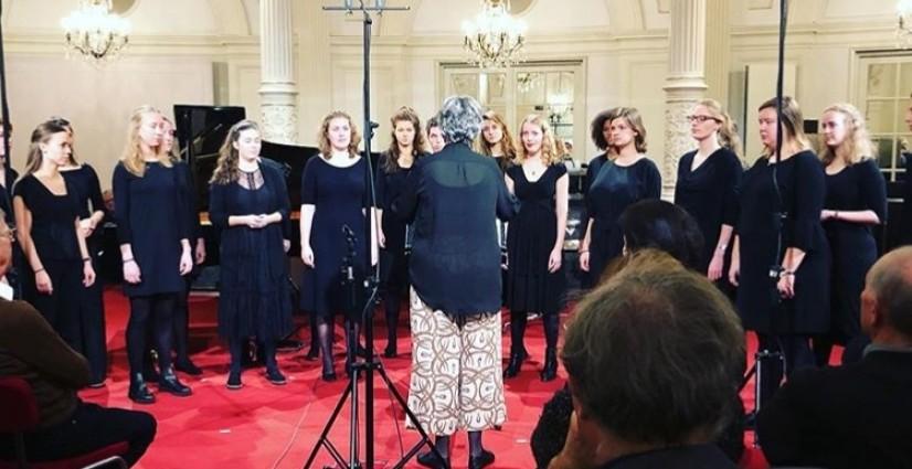 Spiegelzaal: Solistenklas Nationaal Jongenskoor en Nationaal Vrouwen Jeugdkoor op NPO Radio 4